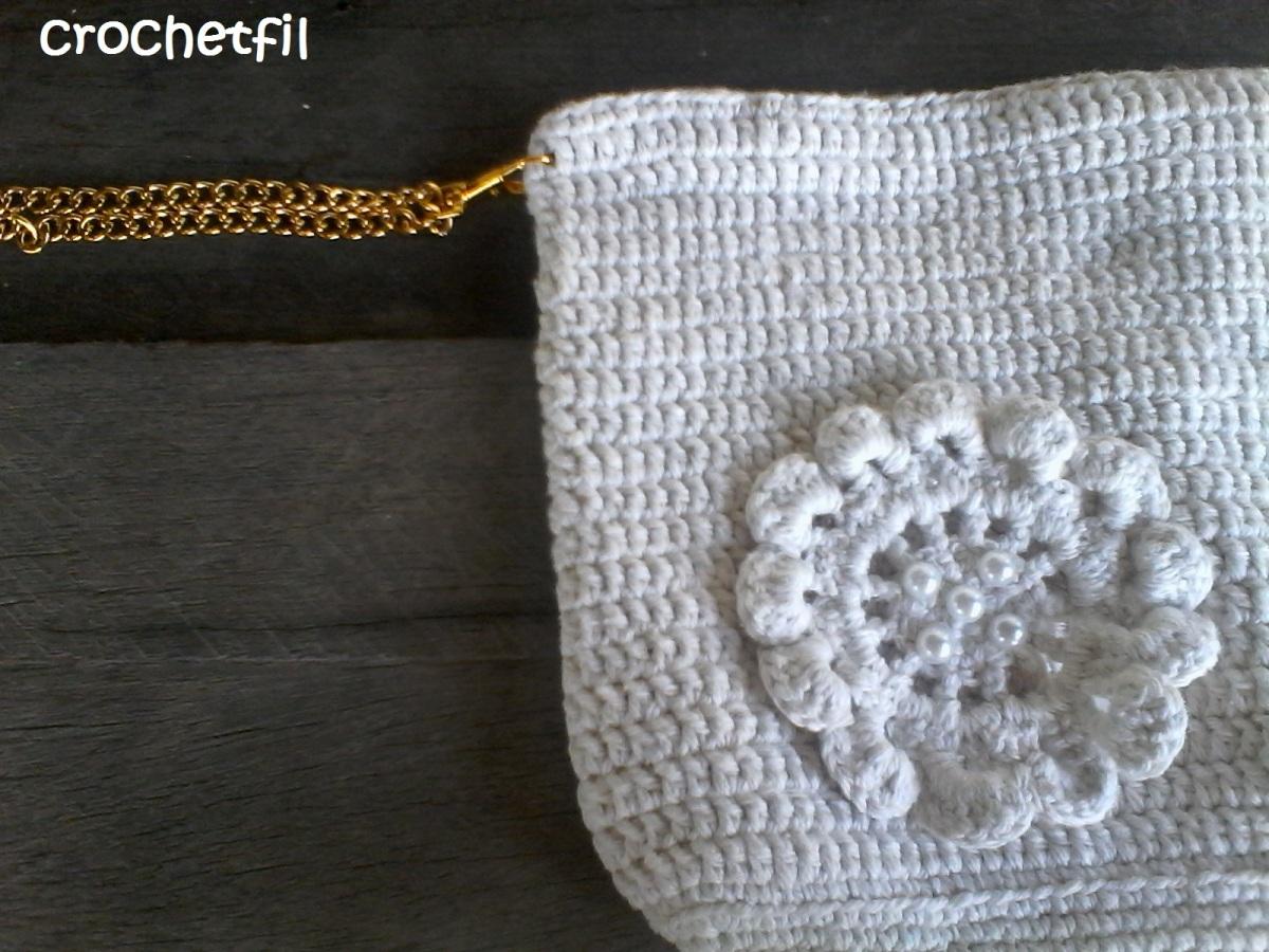 Pochette romantique en crochet