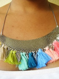 collier-pompons2