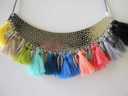 collier-pompons4