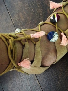 customiser ses sandales avec du wax lubies de filles 5