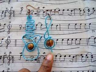 boucles d'oreilles fil aluminium guitare lubies de fille3