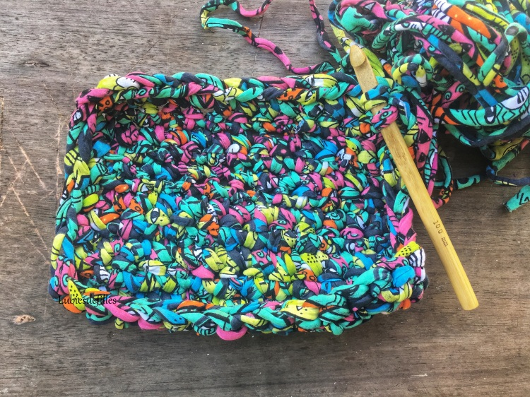 DIY-panier-en-hooked-trapilho-lubiesdefilles.com